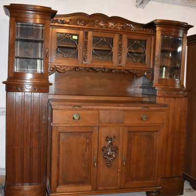 cena: 6200 zł; dł: 218 cm; gł: 75 cm; wys: 203 cm (antyczna witryna/bufet, w całości wykonana z drewna)