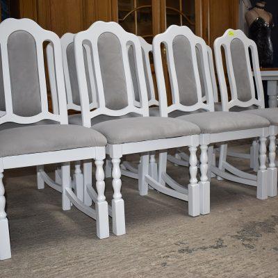 cena: 225 zł/szt; szer: 50 cm; gł: 48 cm; wys całkowita: 100 cm; wys siedziska: 50 cm (siedziska sprężynowe. Krzesła po renowacji z nową tapicerką Velvet w odcieniach szarości)