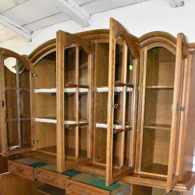 cena: 1650 zł; dł: 223 cm; gł: 51 cm; 205 cm (wypukłe szyby, podświetlana)