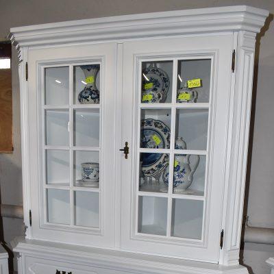 Witryna narożna cena: 1350 zł; boki: 81 cm x 81 cm; szer: 125 cm; gł: 65 cm; wys: 185 cm (witryna zmalowana na gładko w śnieżnej bieli, wypukłe szyby, szuflada wyściełana bordowym materiałem)