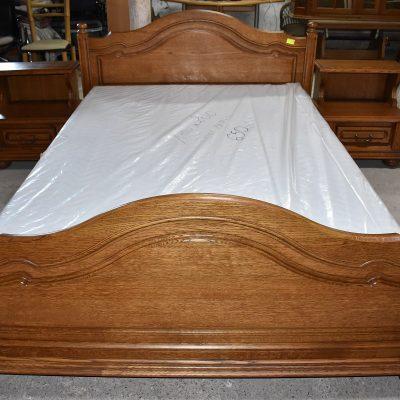cena: 1550 zł dębowa rama łóżka + regulowane stelaże + 2 szafki nocne, nowy materac widoczny na zdjęciu dodatkowo płatny 650 zł