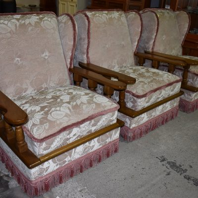 Fotel szer: 87 cm; gł: 90 cm; wys całkowita: 99 cm; wys siedziska: 47 cm