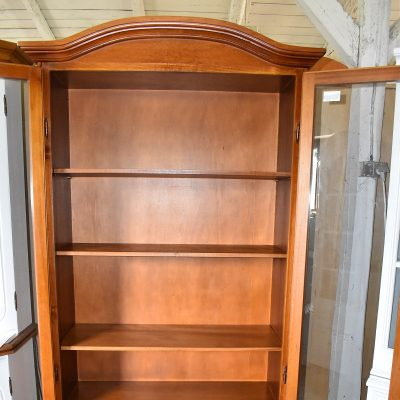 cena: 1050 zł; szer: 92 cm; gł: 41 cm; wys: 194 cm (czereśniowa witryna-biblioteczka)