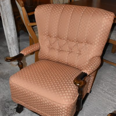 Fotel: szer: 75 cm; gł: 84 cm; wys całkowita: 88 cm; wys siedziska: 46 cm