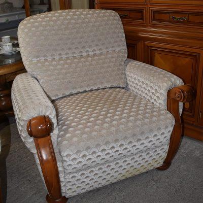Fotel: szer: 90 cm; gł: 85 cm; wys całkowita: 88 cm; wys siedziska: 47 cm