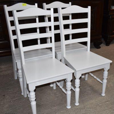 cena: 135 zł/szt; szer: 46 cm; gł: 44 cm; wys cakowita: 101 cm; wys siedziska: 47 cm (całe drewniane, zmalowane w śnieżnej bieli)