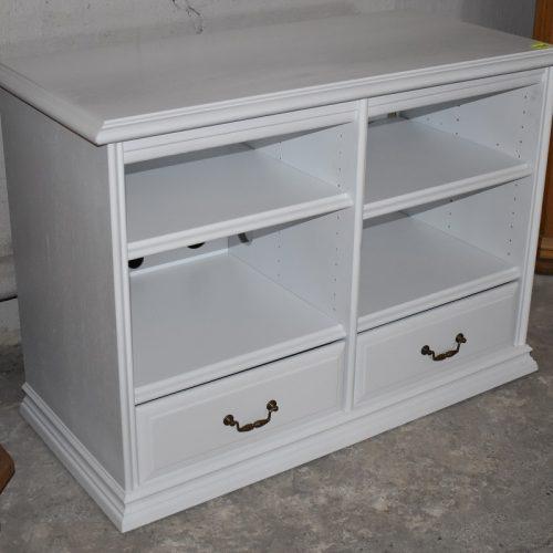 cena: 490 zł; szer: 105 cm; gł: 50 cm; wys: 75 cm (odnowiona, pomalowana na biało)