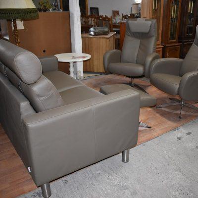cena: 3150 zł; sofa 2-osobowa + 2 fotele + podnóżek (nowoczesny komplet z naturalnej skóry)