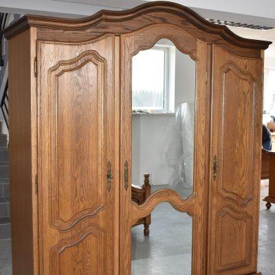 Kompletna sypialnia: szafa + łóżko ze stelażem + szafki nocne + komoda + lustro cena: 4150 zł (nowy materac 160 cm x 200 cm dodatkowo płatny 700 zł)