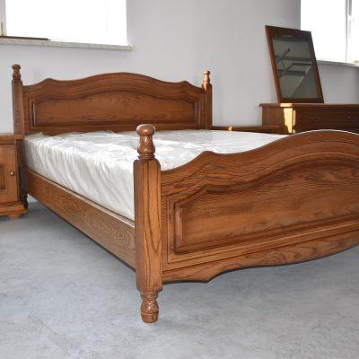 Łóżko szer: 168 cm; dł: 215 cm; wys przód: 67 cm; wys tył: 104 cm (powierzchnia spania: 160 cm x 200 cm)
