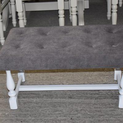 Nowa ławeczka cena: 290 zł; dł: 76 cm; szer: 41 cm; wys: 40 cm (tapicerka kolor szary)