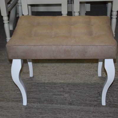 Nowa ławeczka cena: 260 zł, dł: 62 cm, szer: 42 cm; wys: 49 cm (tapicerka ala skóra kolor beż)