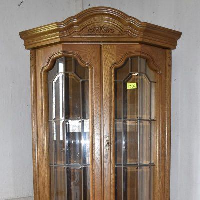 Witryna narożna cena: 1090 zł; boki: 68 cm x 68 cm; szer: 100 cm; gł: 60 cm; wys: 201 cm (witryna jest podświetlana, posiada szklane półki oraz szlifowane szyby)