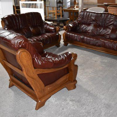 Skórzany komplet wypoczynkowy z nową tapicerką cena: 4650 zł; sofa 3-osobowa + sofa 2-osobowa + fotel (naturalna skóra)