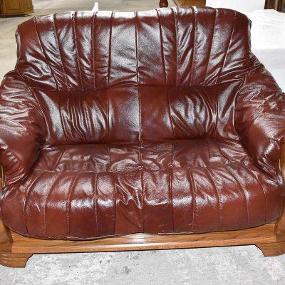 sofa 2-osobowa dł: 140 cm; gł: 90 cm; wys całkowita: 95 cm; wys siedziska: 44 cm