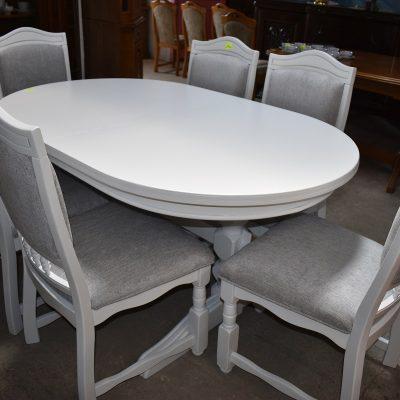 Komplet stół + 6 krzeseł 2510 zł, komplet odnowiony, zmalowany w śnieżnej bieli, krzesła z nową tapicerką.