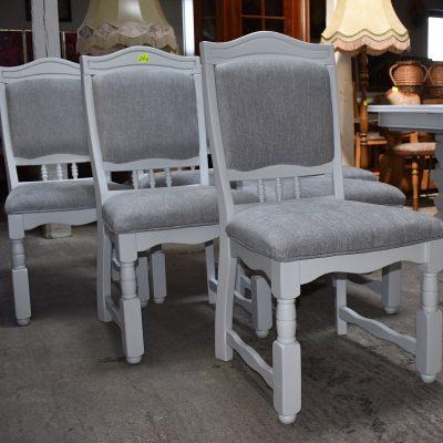 Krzesło szer: 52 cm; gł: 55 cm; wys całkowita: 99 cm; wys siedziska: 48 cm (sprężynowe siedziska)