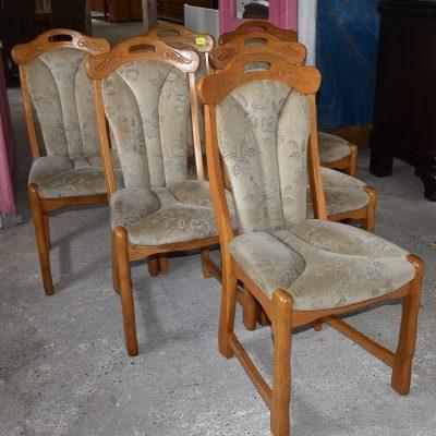 6 dębowych krzeseł szer: 49 cm; gł: 51 cm; wys całkowita: 98 cm; wys siedziska: 48 cm